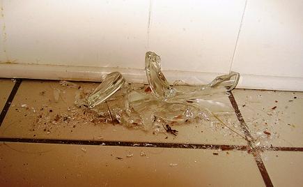 Akuma de danigo (La cambio por la que creeo boon) 20100618115140-vaso-roto-2